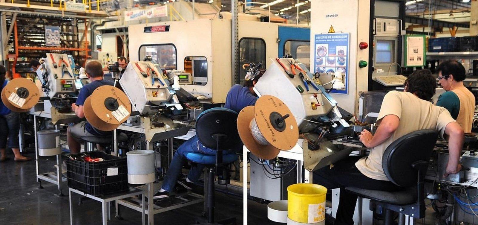 Produção industrial tem terceira alta seguida e aumenta 0,8% em outubro