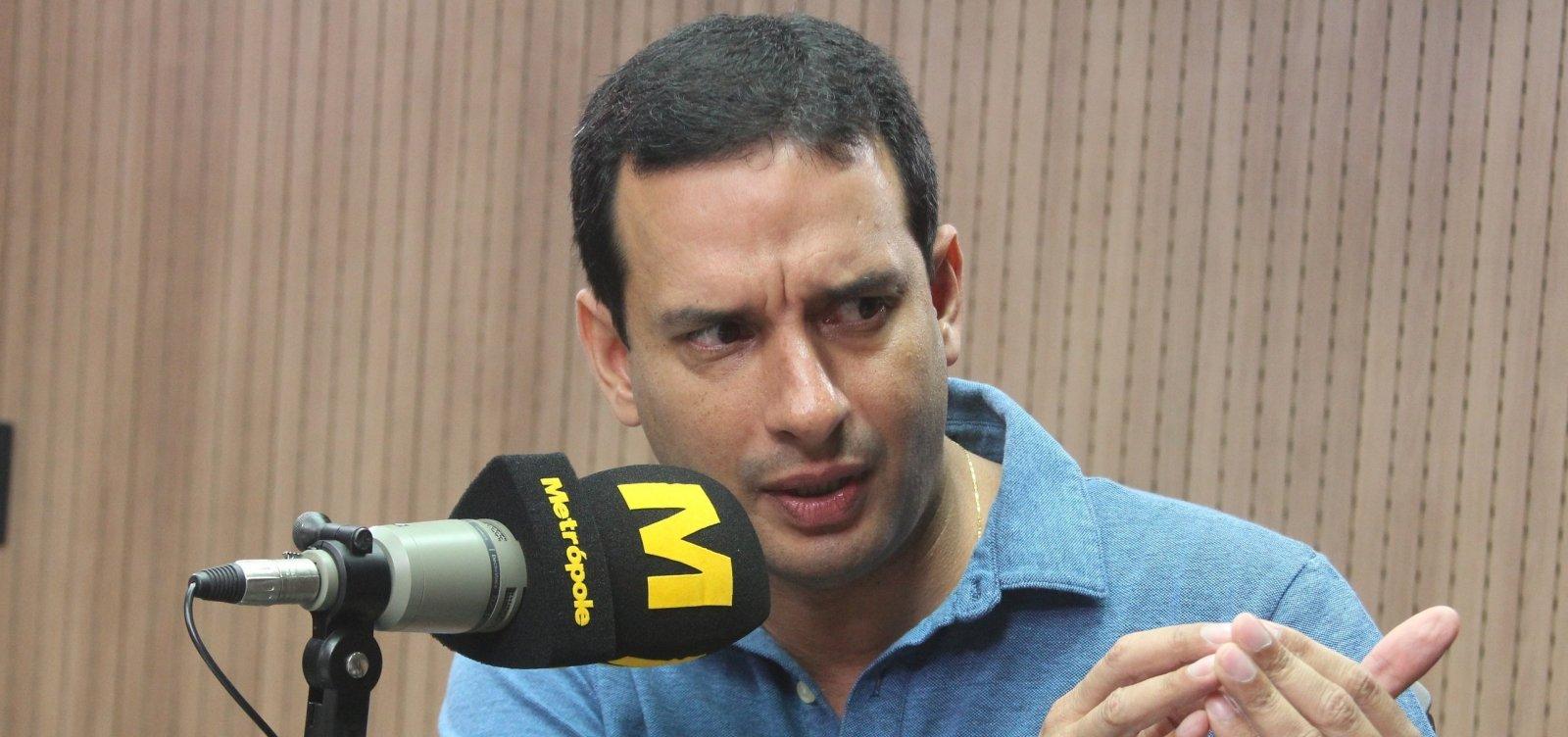 Léo Prates alega perseguição e pede para deixar DEM