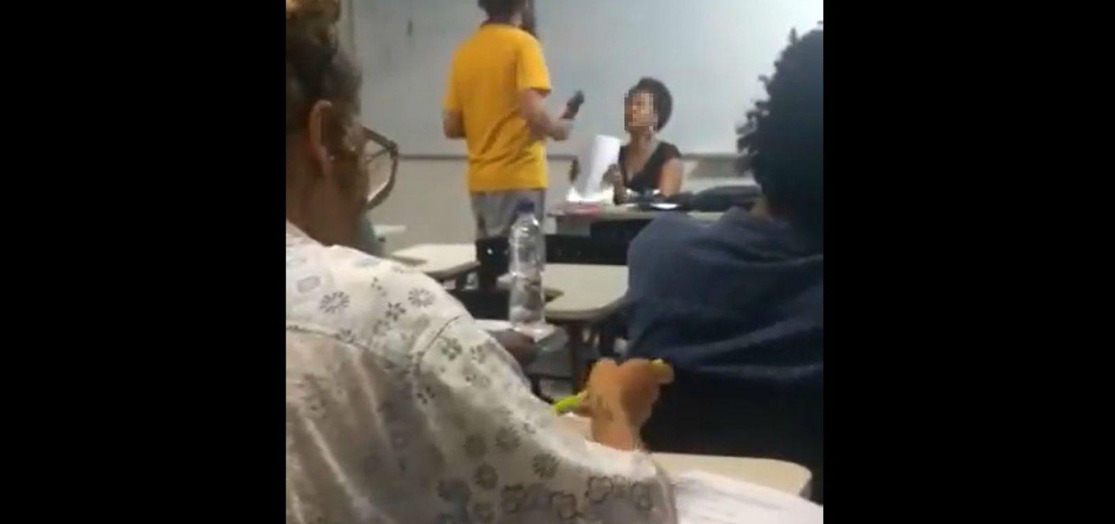 'Situação absurda e insustentável', diz professora negra após aluno se recusar a receber avaliação