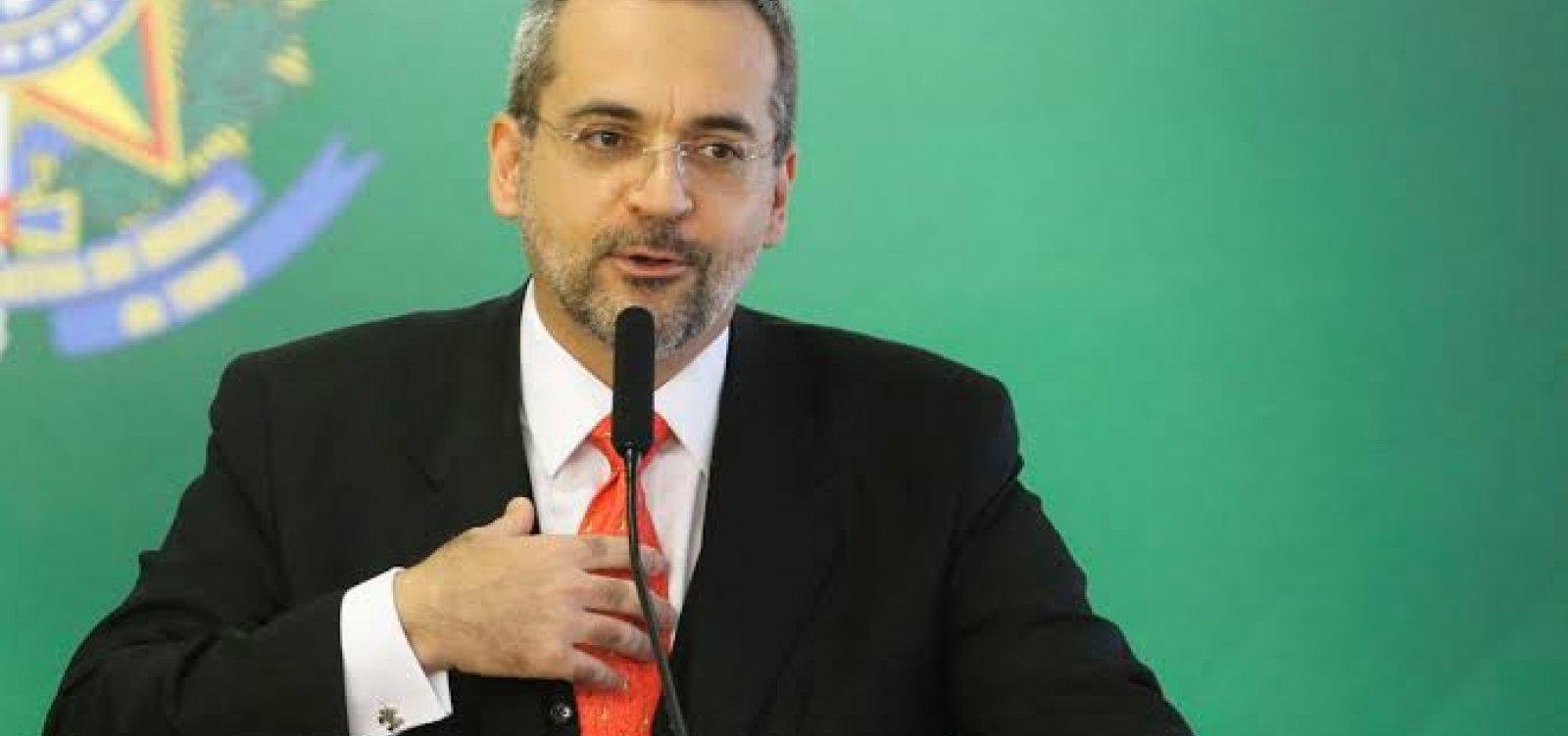 Weintraub compartilha mensagem que diz que Bolsonaro traiu Moro e o povo