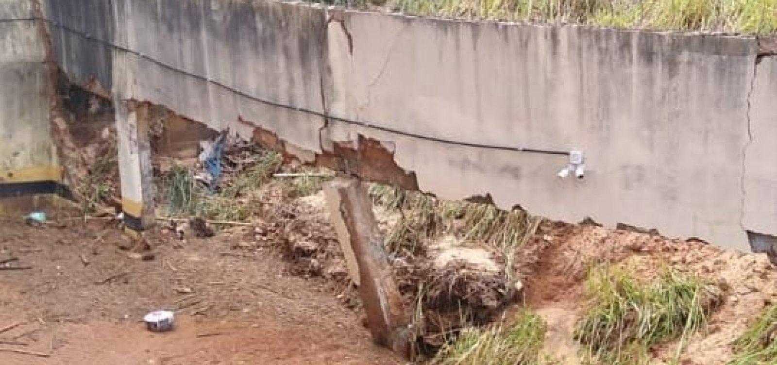 Após chuva, muro de edifício no Imbuí cede pela terceira vez