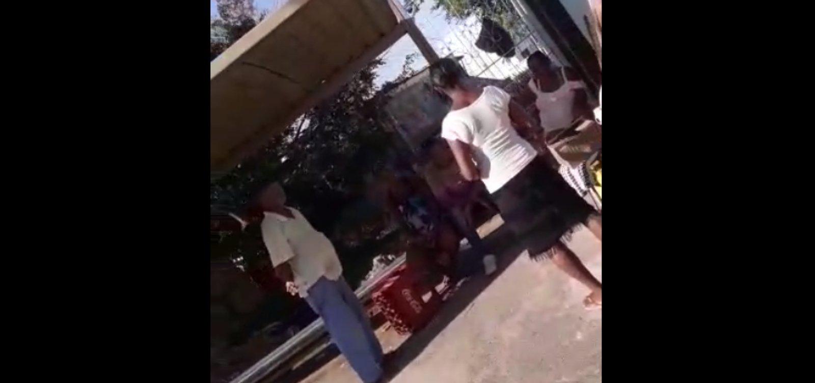 Você Repórter: ponto de ônibus vira bar em Cajazeiras; veja vídeo