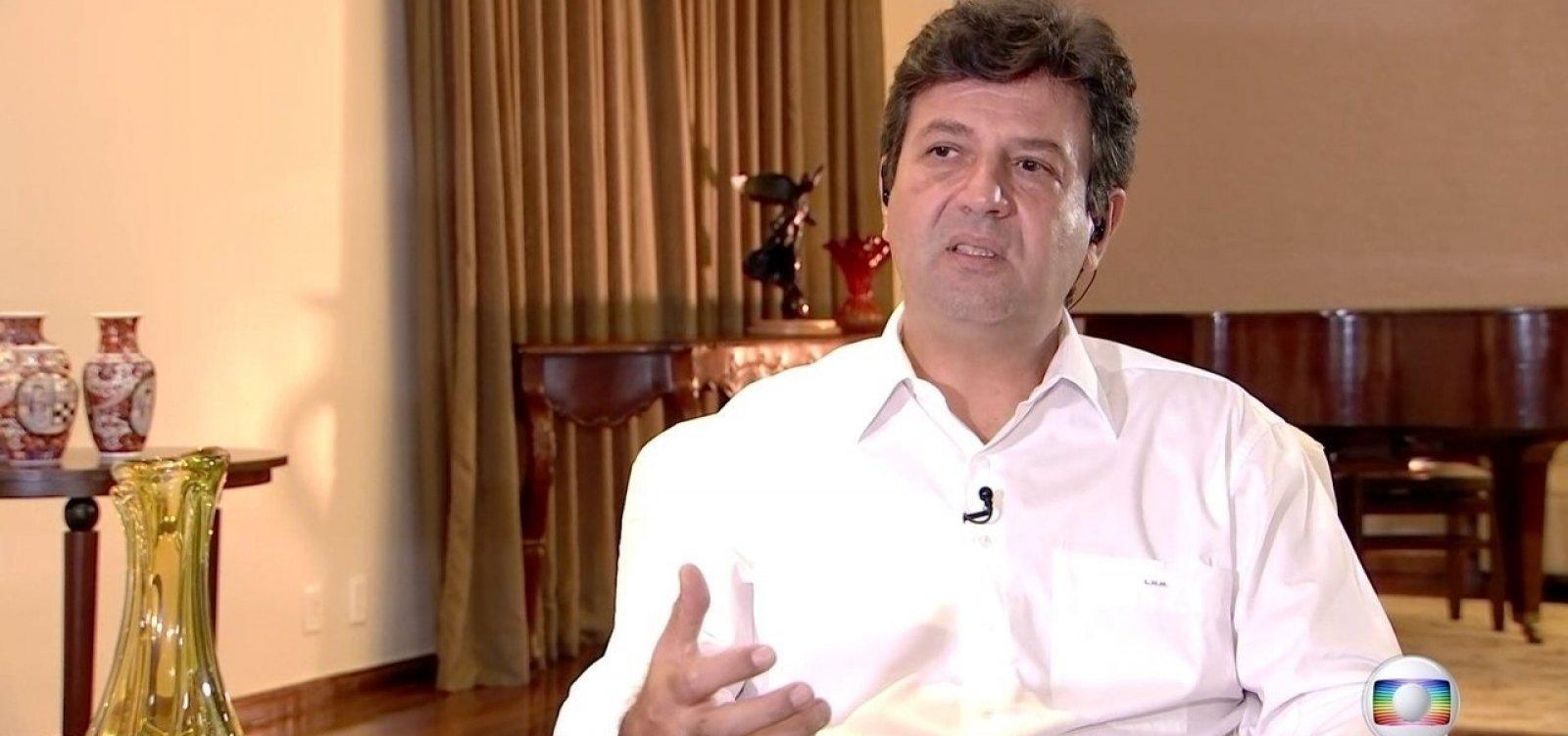 'Brasileiro não sabe se escuta o ministro ou o presidente', afirma Mandetta