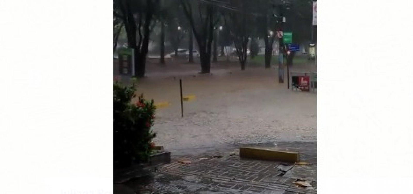 Leitor denuncia ponto de alagamento na Pituba; veja vídeo