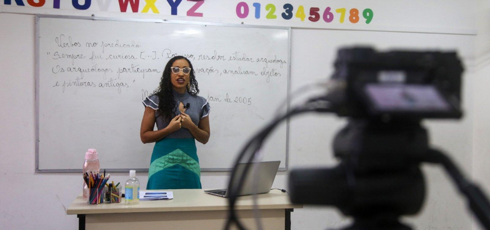 Videoaulas para alunos da rede municipal começam nesta terça