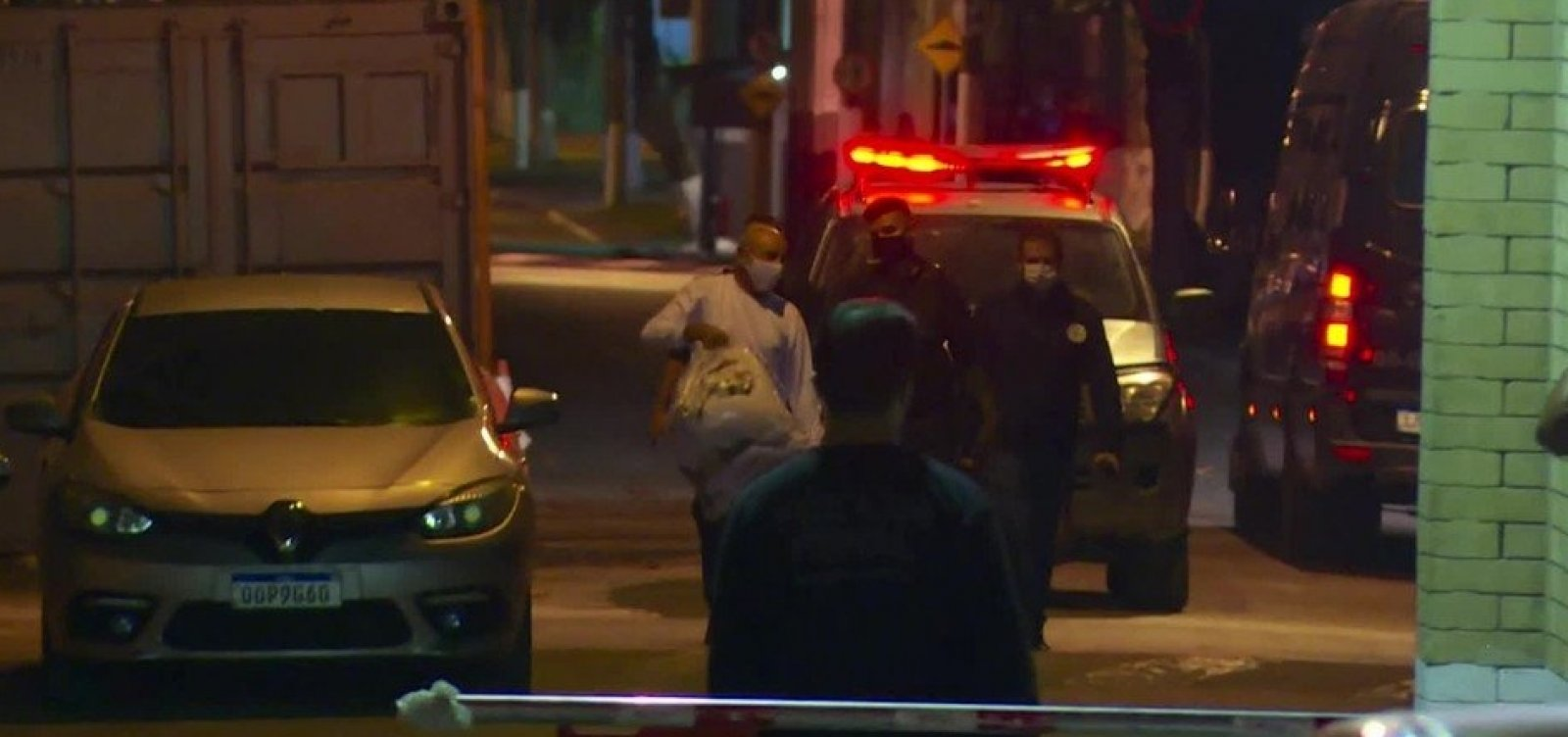 Fabrício Queiroz deixa cadeia e vai para prisão domiciliar