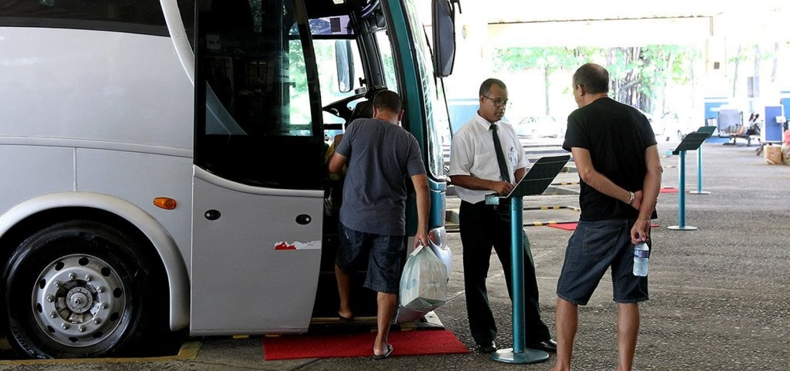 Mais duas cidades têm transporte suspenso na Bahia; total chega a 373