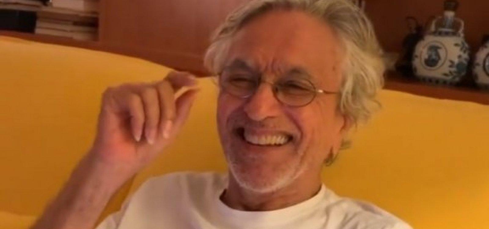 Após apelos de fãs, Caetano Veloso anuncia live no dia de seu aniversário