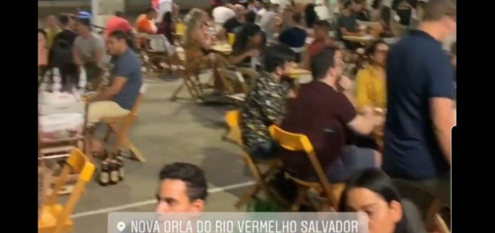 Em 1ª sexta com bares e restaurantes abertos, Largo da Dinha tem mesas cheias e pessoas sem máscara