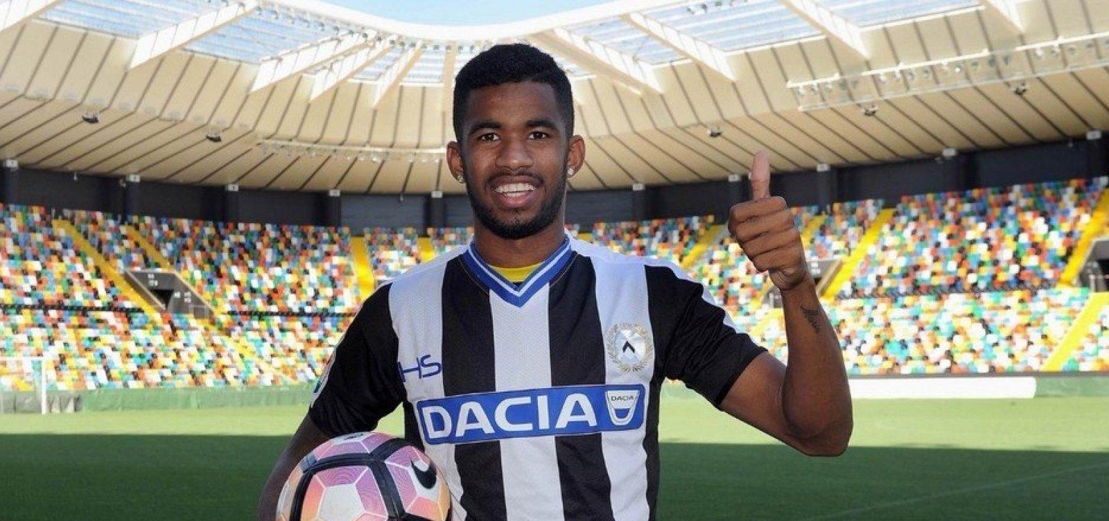 Vitória anuncia atacante de 24 anos emprestado pela Udinese