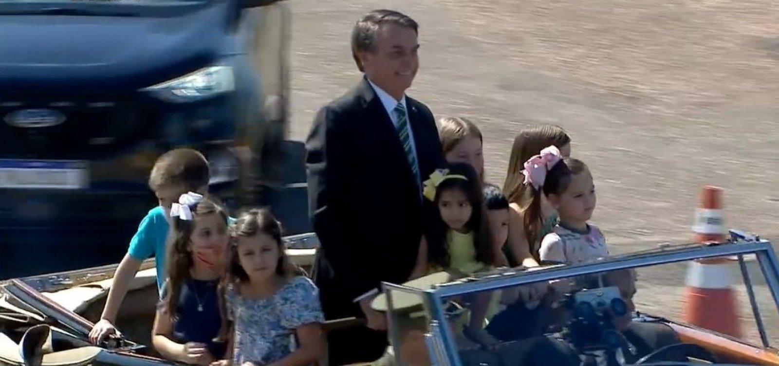Bolsonaro participa sem máscara de evento pelo 7 de Setembro