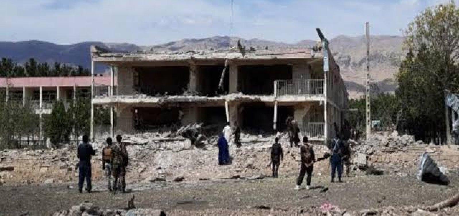 Afeganistão: ataque aéreo atinge mesquita e deixa 12 mortos e 14 feridos