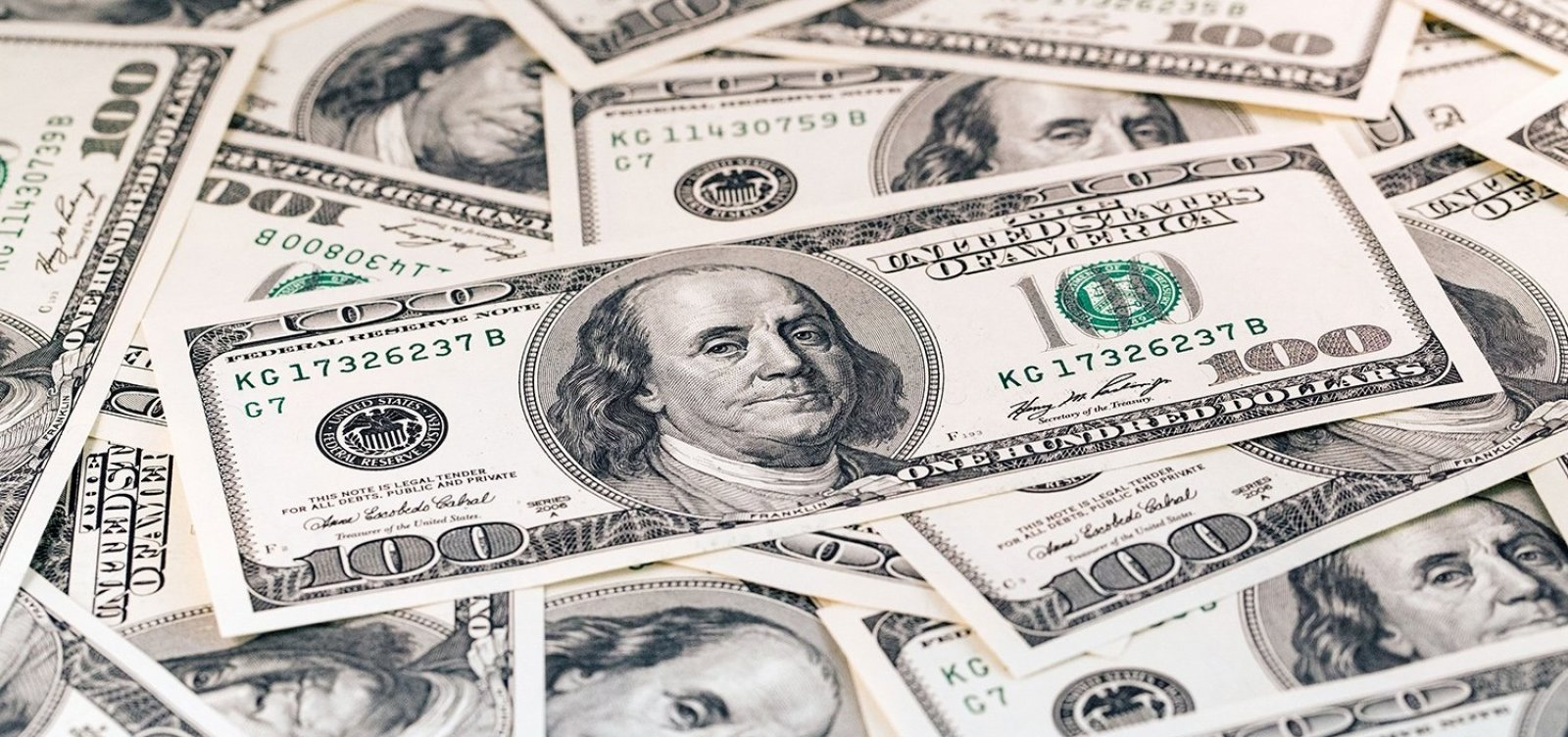Dólar fecha em alta de 1,14%, com dúvidas fiscais do Brasil