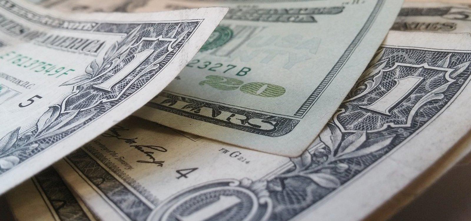 Dólar fecha em queda de 0,65% com otimismo global sobre vacina para Covid-19